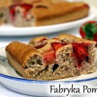 Pełnoziarniste ciasto z truskawkami i rabarbarem