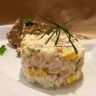 Sałatka z kurczaka z kukurydzą i ananasem