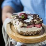 Ciasto z orzechów nerkowca, bananów i truskawek (bez glutenu)
