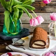 Kakaowa rolada z masłem orzechowym