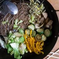 obiad na upały: makaron soba w sosie sezamowym
