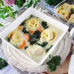 Zupa z jarmużem i tortelloni