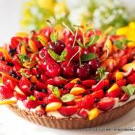 Rewelacyjna tarta bez pieczenia, z kremem i owocami