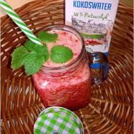 Truskawkowo nektarynkowe smoothie na wodzie kokosowej