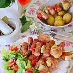 Szaszłyki z kiełbasą i młodymi ziemniakami