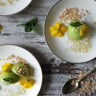 """Zdrowe deserki z zielonego groszku i mięty z ekspandowaną quinoą i miętowo - cytrynowym """"kawiorem"""""""