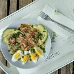 Kasza bulgur z jajem, awokado i pomidorkami