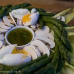 sałatka ze szparagami i cykorią z cytrynowym dressingiem