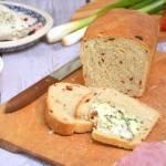 Szybki pszenny chleb z pomidorami na drożdżach