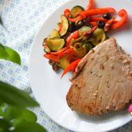 Stek z tuńczyka z warzywami