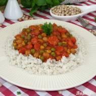Warzywny gulasz z ciecierzycą i kaszą perłową