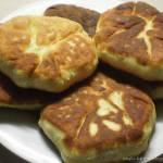 chlebki z zsiadłego mleka z białym serem,koperkiem-pycha :)