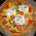 """Pizza """" Śniadaniowa"""" z sadzonym jajkiem"""