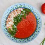 Przepis na kremową zupę pomidorową ze świeżych pomidorów.