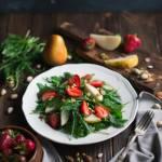 Sałatka z truskawkami, gruszką i rukolą