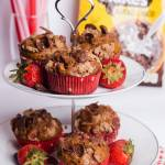 Śniadaniowe muffiny truskawkowe z płatkami kakaowymi