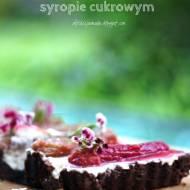 Tarta z rabarbarem gotowanym w waniliowym syropie cukrowym