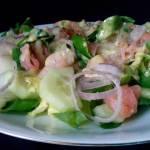 Sałatka z łososiem i zielonym ogórkiem