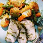 Wolno pieczony, ziołowy schab ze szparagami, ziemniakami i młodą kapustą