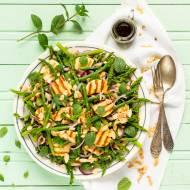 Szparagi z grillowanym serem halloumi i miętą