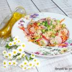 Sałatka warzywna z kuskusem pod rzepakiem