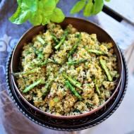 Sałatka z komosą ryżową, szparagami zielonymi i ziołami