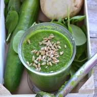 Zielony koktajl z ogórkiem i selerem