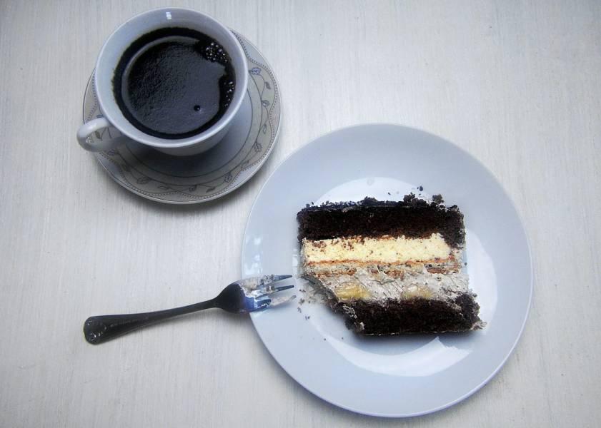 Tort z kremem KAWOWYM i CHAŁWĄ