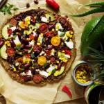 Bezglutenowa pizza meksykańska na spodzie z zielonego groszku
