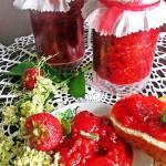Dżem truskawkowy z kwiatami czarnego bzu