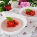 Kasza manna truskawkowa z salsą truskawkowo miętową