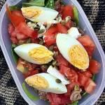 Sałatka z tuńczykiem i jajkiem na twardo – lunch do pracy