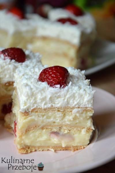 Ciasto Raffaello bez pieczenia z truskawkami