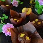 Orkiszowe babeczki piknikowe z nektarynką