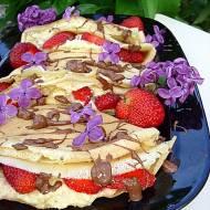 Naleśniki z serem bananowym i truskawkami