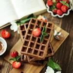 Gofry czekoladowe z kawałkami czekolady