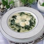 Zupa szpinakowa z przepiórczymi jajkami