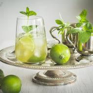 Mrożona zielona herbata z miętą i limonką