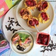 Muffinki twarogowe z czarnym makaronem i truskawkami #lubelloveinspiracje #lubella #lubellamini