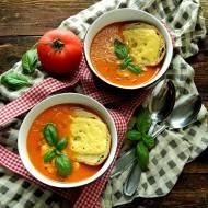 Zupa z pieczonych pomidorów z serowymi grzankami