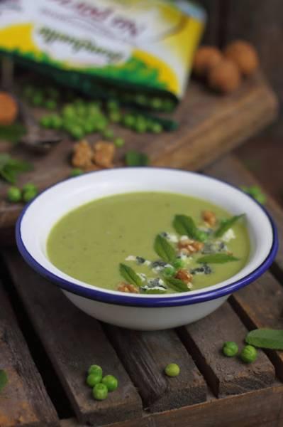 Zupa z zielonego groszku z gruszką, miętą i serem z niebieską pleśnią
