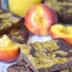 Fasolowe brownie z musem nektarynkowym