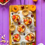Fit babeczki z kremem z nerkowców i owocami