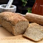 Pszenno-żytni chleb z ziarnami dyni i słonecznika
