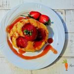 Placki na kefirze z truskawkami