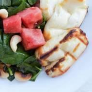 Grillowany ser halloumi z sałatką z arbuzem