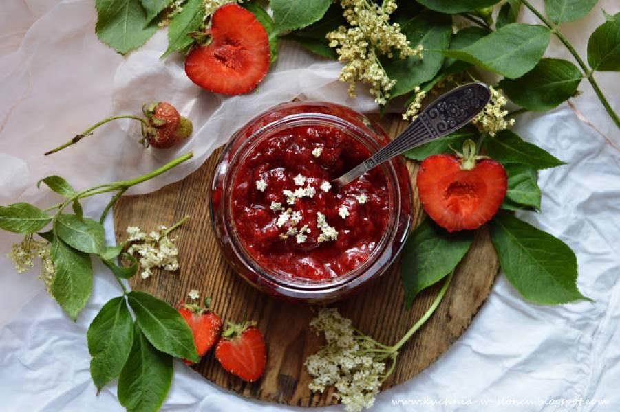 Z ŁĄKI NA TALERZ: Dżem truskawkowy z kwiatami czarnego bzu