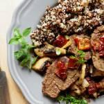 Quinoa i bitki z polędwicy z dzika