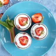 Rabarbarowo-truskawkowe słoiczki z kremem Rafaello