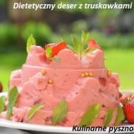 dietetyczny deser z truskawkami